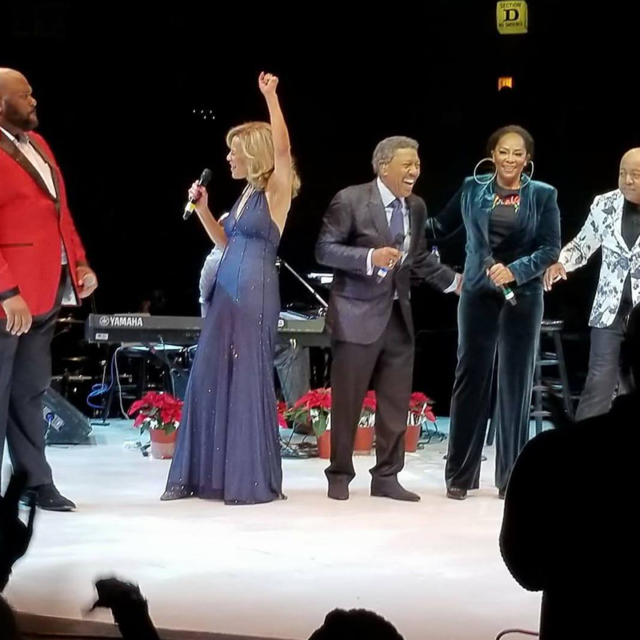 Marilyn & Billy Melt Hearts on The Colors of Christmas Tour '17